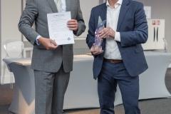 In de categorie Industrie is de award uitgereikt aan Léon-Marc Roefs van Network Innovations